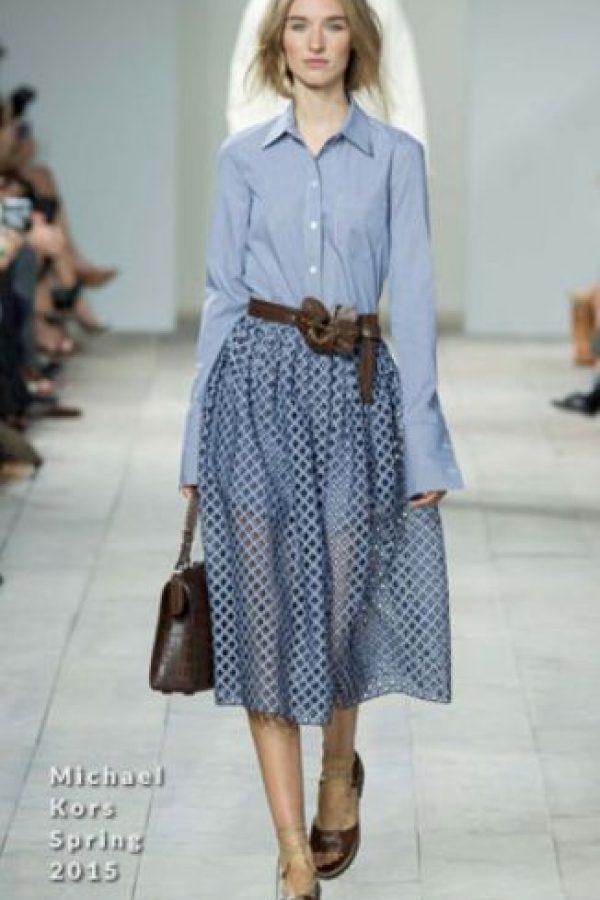 Adapta el vestido a su manera: le quita los complementos ruidosos y le da una inspiración más ladylike. Foto:vía RedCarpetFashion Awards