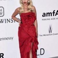 Rita Ora en Marchesa. Foto: vía Getty Images
