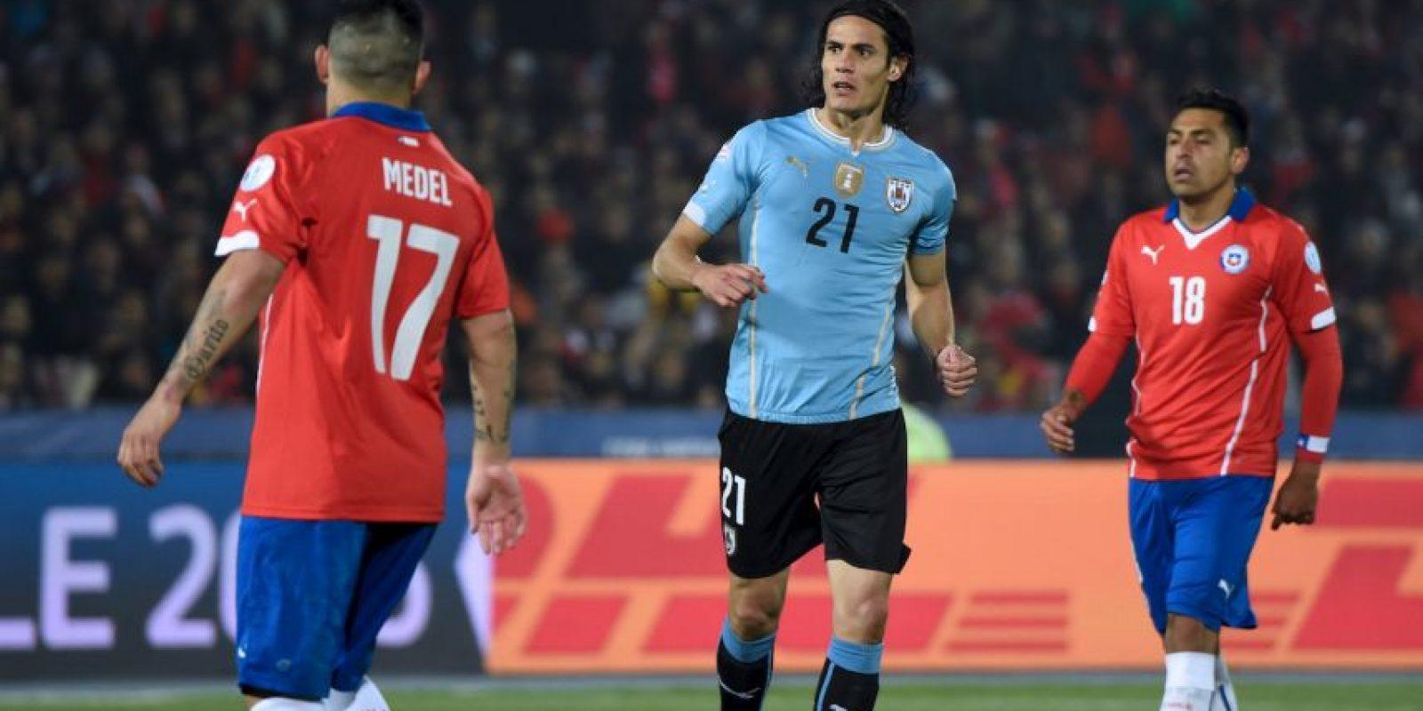 El ariete se fue expulsado a minuto 63, después de darle una bofetada al chileno Foto:AFP