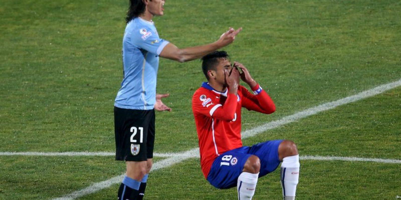 1. Gonzalo Jara le metió el dedo en el trasero a Edinson Cavani. Foto:AFP