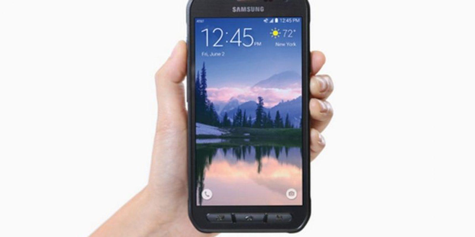 Tiene una pantalla Full HD de 5.1 pulgadas, batería de 3.500 mAh, cámara posterior de 16 megapíxeles, Android 5.01. Lollipop, además de resistencia al agua y el polvo (IP68). Foto:Samsung