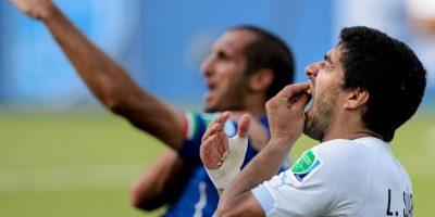 Debido a la mordida que le dio al italiano Giorgio Chiellini en el Mundial de 2014 Foto:Getty Images