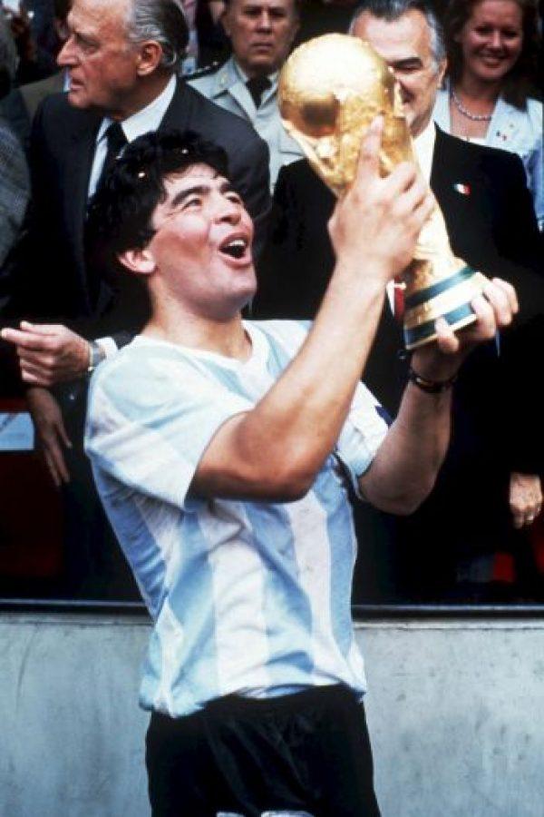 """El argentino fue la inspiración de Maradona: """"Dibuje Maestro"""", fue la frase que el """"Pelusa"""" le dijo al """"Bocha"""" cuando entró de cambio en partido de México 86. Foto:Getty Images"""