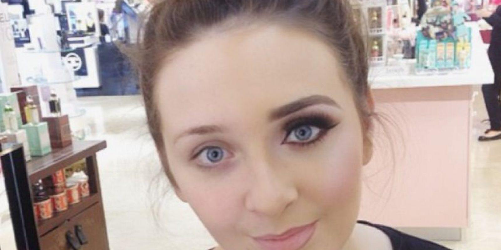 """Actualmente, el protocolo social condena a las mujeres por usar """"mucho maquillaje"""". Foto:vía Instagram"""
