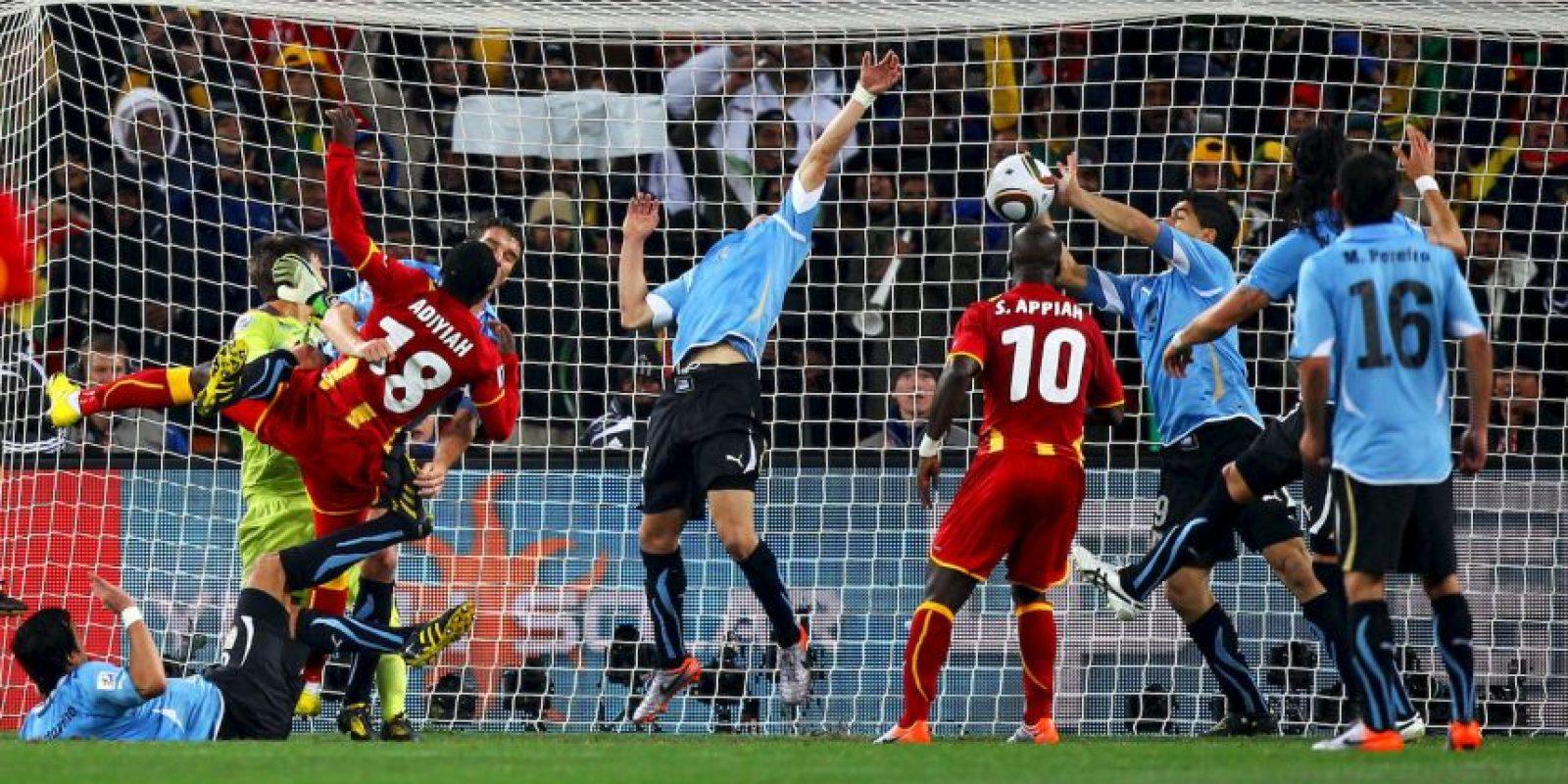7. La mano de Luis Suárez Foto:Getty Images