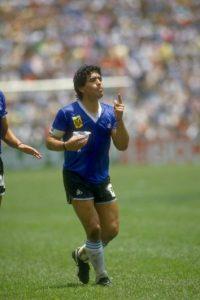 Uno de los dos goles que Diego Maradona le marcó a Inglaterra en los cuartos de final del Mundial de México 1986 Foto:Getty Images