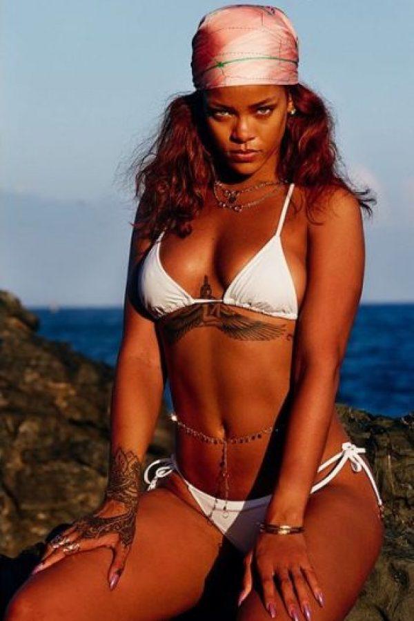 """Después de ser fotografiados juntos en varias ocasiones, amigos cercanos a Rihanna aseguran que la cantante está muy emocionada con el delantero del Real Madrid pues es la primera persona """"que la hace sentir especial"""". El romance no ha sido confirmado de manera oficial por alguno de los dos. Foto:Vía instagram.com/badgalriri"""