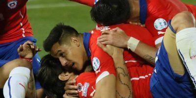 """""""La Roja"""" nunca se ha coronado en la Copa América y este 2015, como anfitriones y con un gran equipo, son firmes candidatos a ser campeones. Foto:Vía facebook.com/SeleccionChilena"""