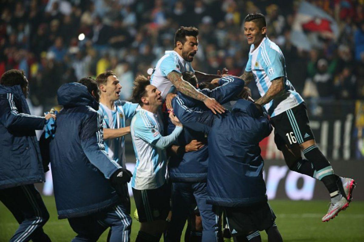 """Ahí, una falla de Murillo y un acierto de Carlos Tévez pusieron a la """"Albiceleste"""" en la siguiente ronda del torneo sudamericano. Foto:Getty Images"""