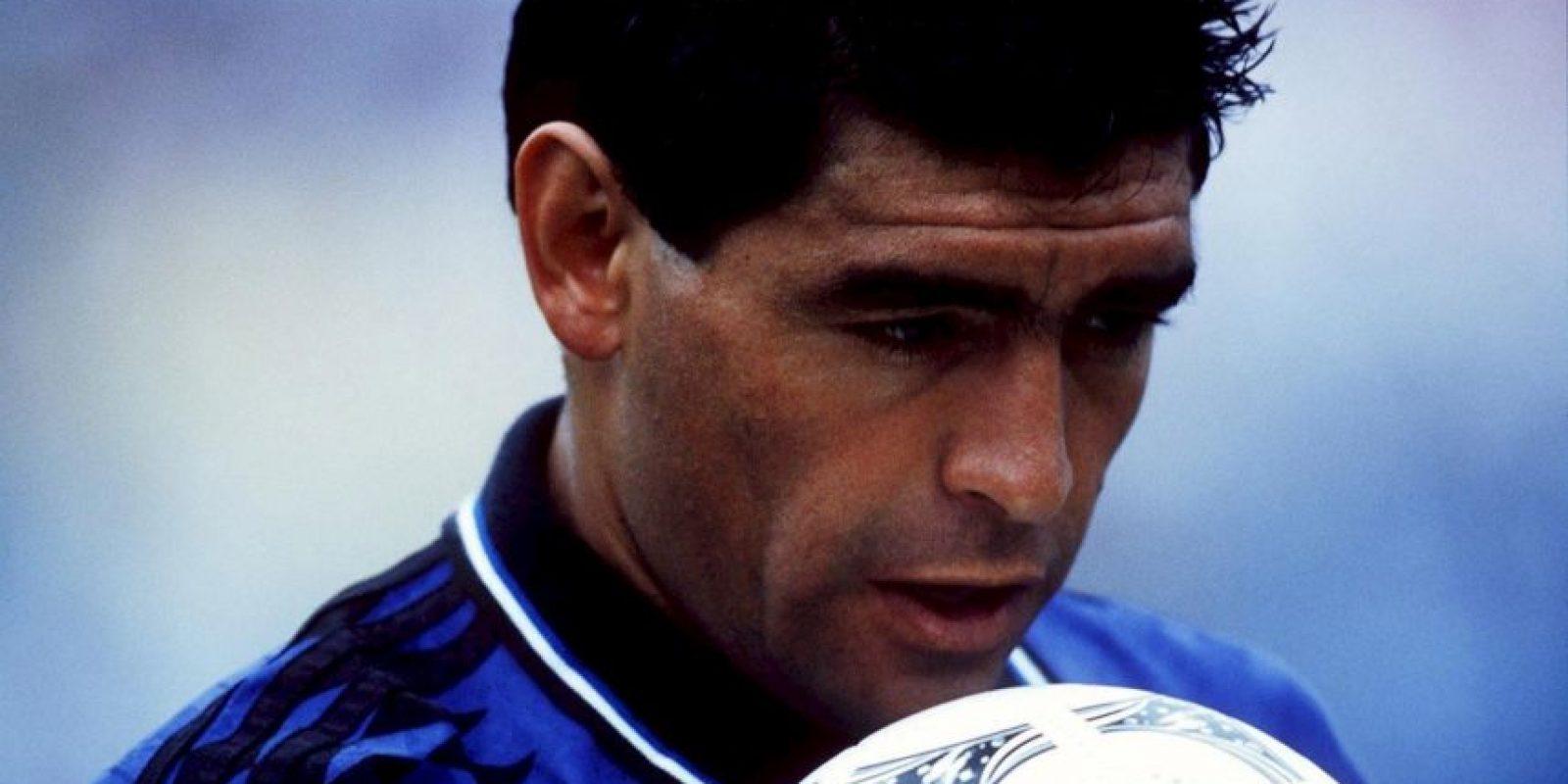 """El 21 de junio de 1994, Diego Maradona se despidió de las Copas del Mundo con un gol. El """"Pelusa"""" anotó el tercer gol de la goleada 4-0 de Argentina a Grecia y con ese tanto le puso fin a su historia en los Mundiales. Foto:Getty Images"""