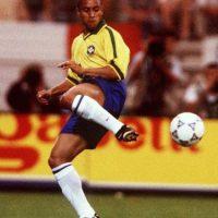 11. Roberto Carlos destrozó las leyes de la física Foto:Getty Images