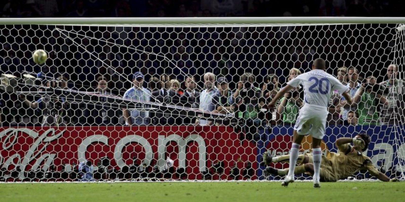 """En Alemania 2006, Italia enfrentó a Francia en la final. Tras un 1-1 en los 120 minutos (con tiempos extras), se definió al campeón desde el manchón penal y un error de David Trezeguet permitió a los """"Azurri"""" ganar su cuarta copa. Foto:Getty Images"""
