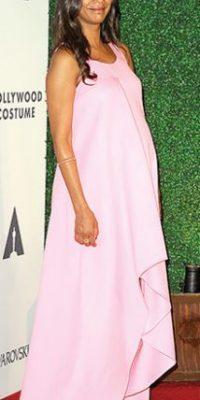 ¿Por qué no algo más suave, como lo que usa Zoe Saldana? Foto:vía Getty Images