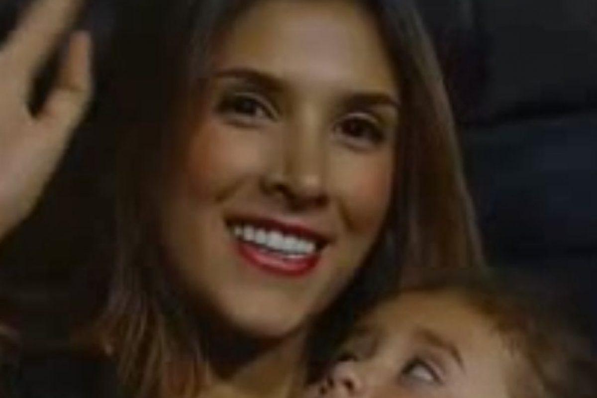 Ahí saludó con su hija Salomé. Foto:vía Canal Caracol