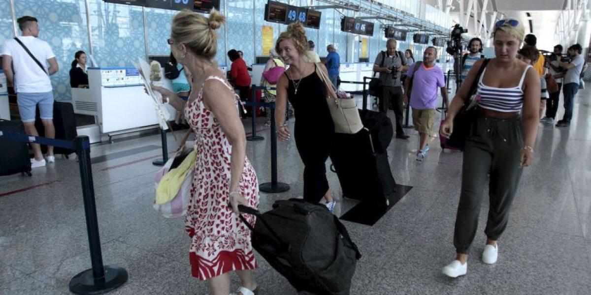 Miles de turistas huyen de Túnez tras atentado terrorista