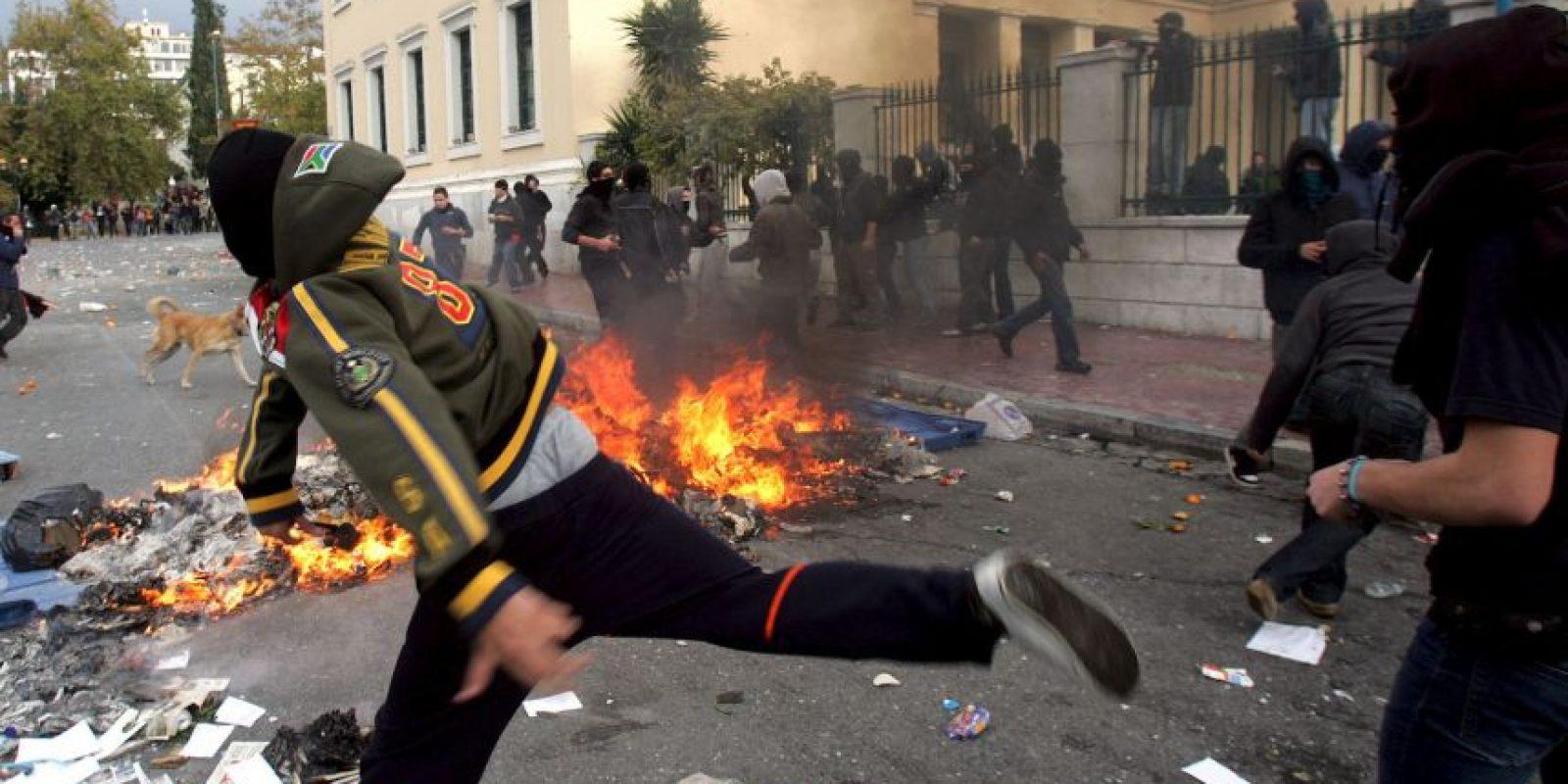 El gobierno socialista de George Papandreu enciende la crisis de la deuda en Europa elevando la previsión de déficit público para 2009 del 6% al 12.7%. Posteriormente aumentaría al 15% Foto:Getty Images