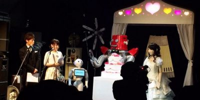 El maestro de ceremonias fue Pepper, el robot que salió a la venta hace unos días Foto:twitter.com/KISABURO_X/