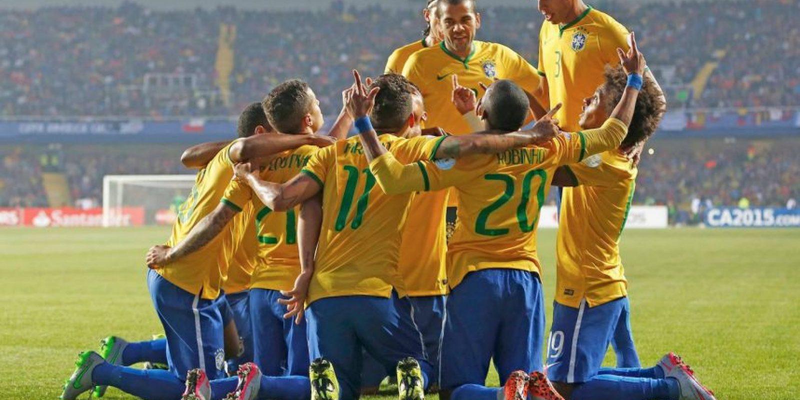 """Con el equipo de Dunga comienzan los más """"leñeros"""" de la Copa. Los brasileños pegaron 68 veces. Foto:Vía facebook.com/CBF"""