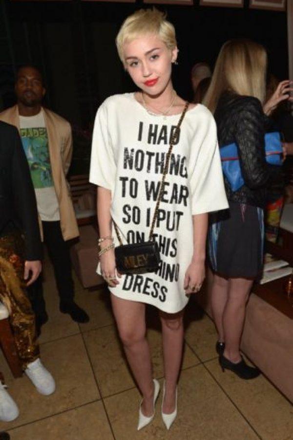 Esto también le pasa a Miley Cyrus con Moschino. Foto:vía Getty Images