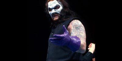 Undertaker. El Enterrador utilizó esta máscara por un breve tiempo Foto:WWE