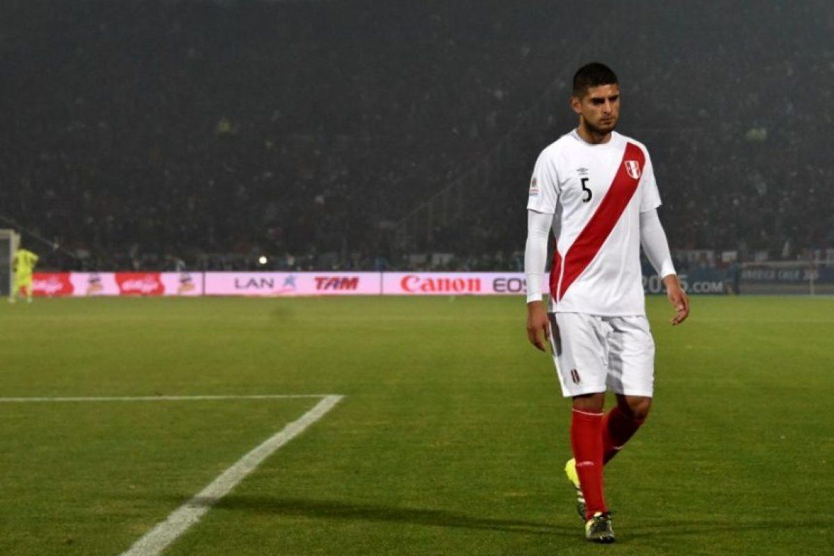 """""""Cagué a mi país"""", Carlos Zambrano, el peruano que dejó con 10 hombres a su selección en la semifinal ante Chile Foto:AFP"""