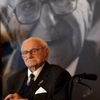 En 2003 fue nombrado caballero por la reina Isabel II. Foto:AFP