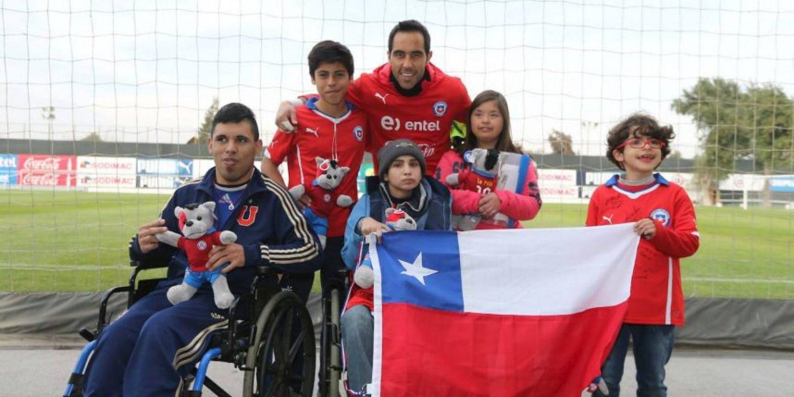 Los futbolistas chilenos han sido mucho más activos. Foto:Vía facebook.com/seleccionchilena