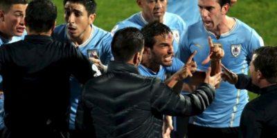 """""""Fue muy triste. Con 11 hombres no nos hacen gol en tres días"""", Álvaro González, después de la derrota de Uruguay con Chile, en los cuartos de final Foto:AFP"""