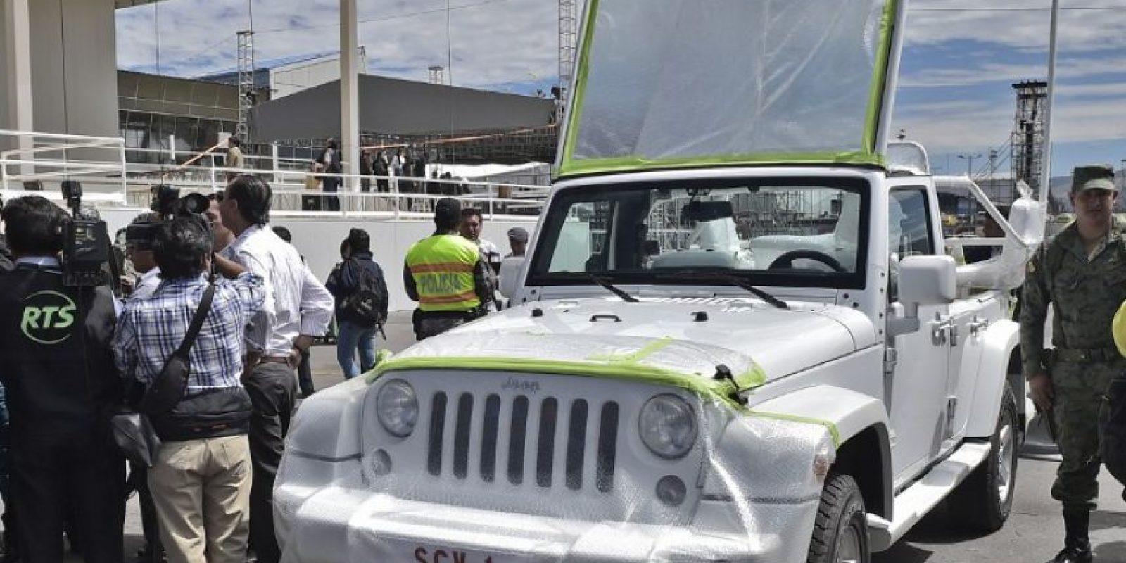 El Papamóvil ya esta en tierras ecuatorianas Foto:AFP
