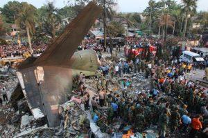 Fallecieron 130 personas cuando se estrelló en Medan, en la isla de Sumatra, Indonesia. Foto:AFP