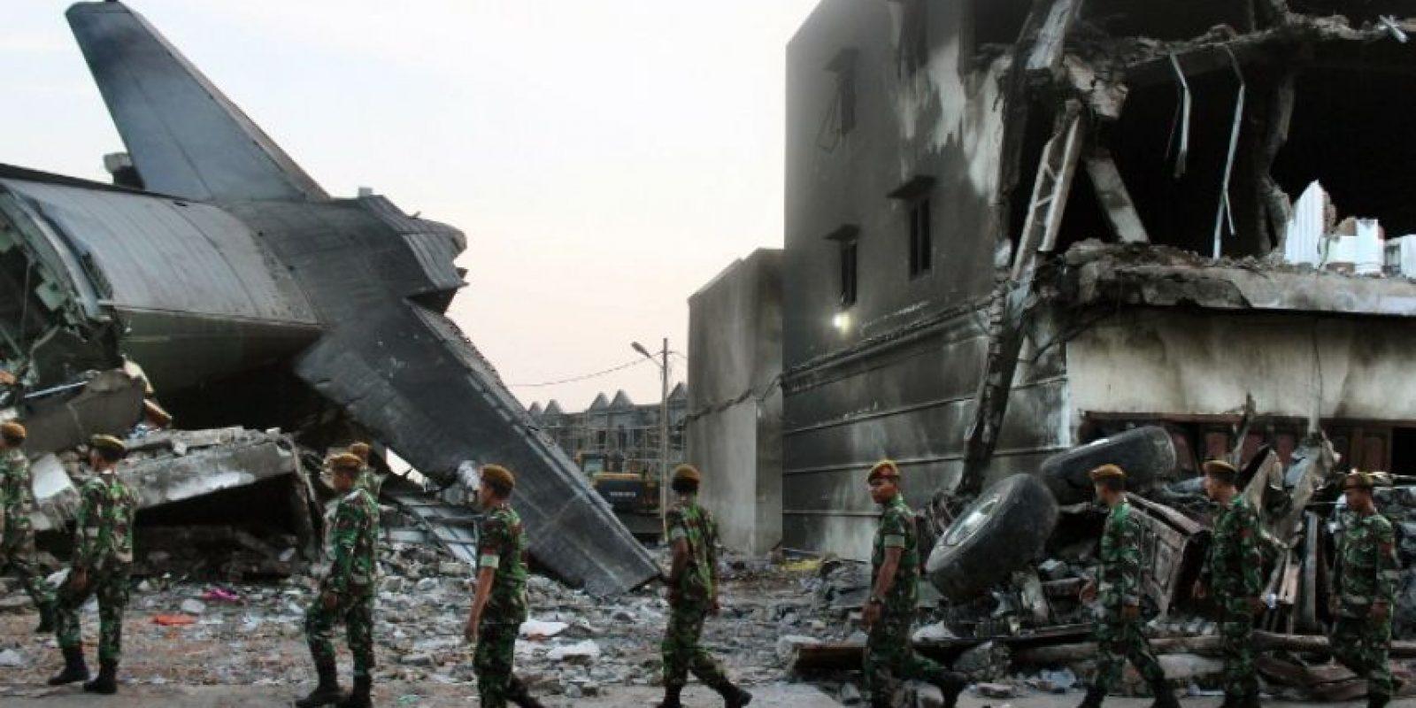 1. Avión militar en Indonesia Foto:AFP