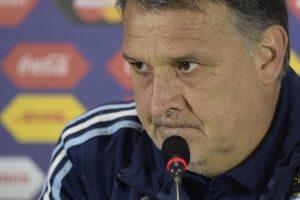 Exige seriedad y disciplina como Bielsa. Gusta del juego frontal y ofensivo Foto:AFP