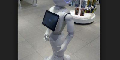 """Pepper, el adorable robot """"con corazón"""", fue puesto a la venta al público en general de su país natal, por lo que ahora interactuará en los hogares japoneses, de acuerdo con el reporte de """"Geek Wire"""", sitio especialista en noticias tecnológicas. Foto:AP"""