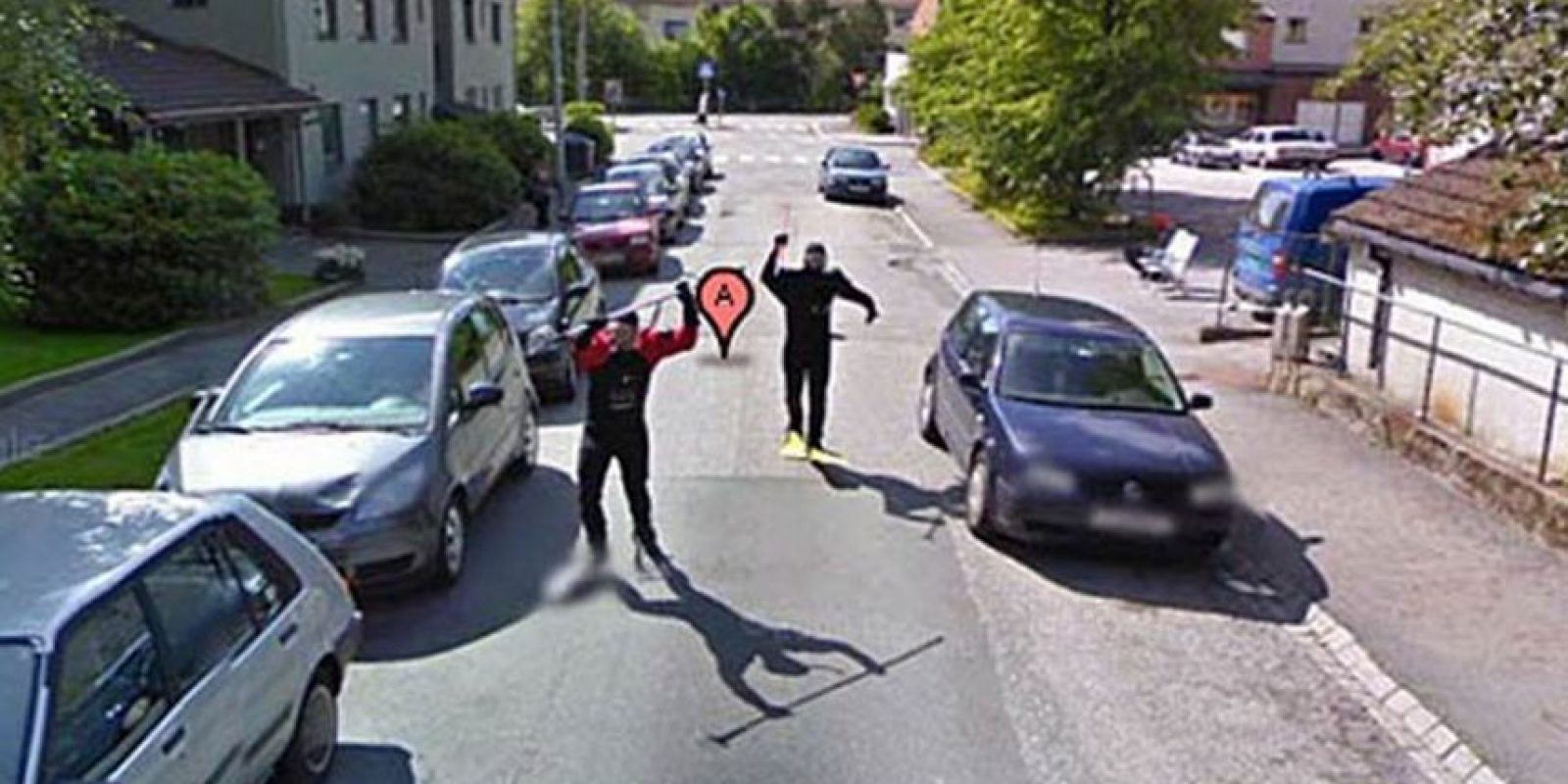 Dos hombres haciendo movimientos extraños. Foto:Google