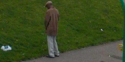 Un hombre que no llegó al sanitario. Foto:Google