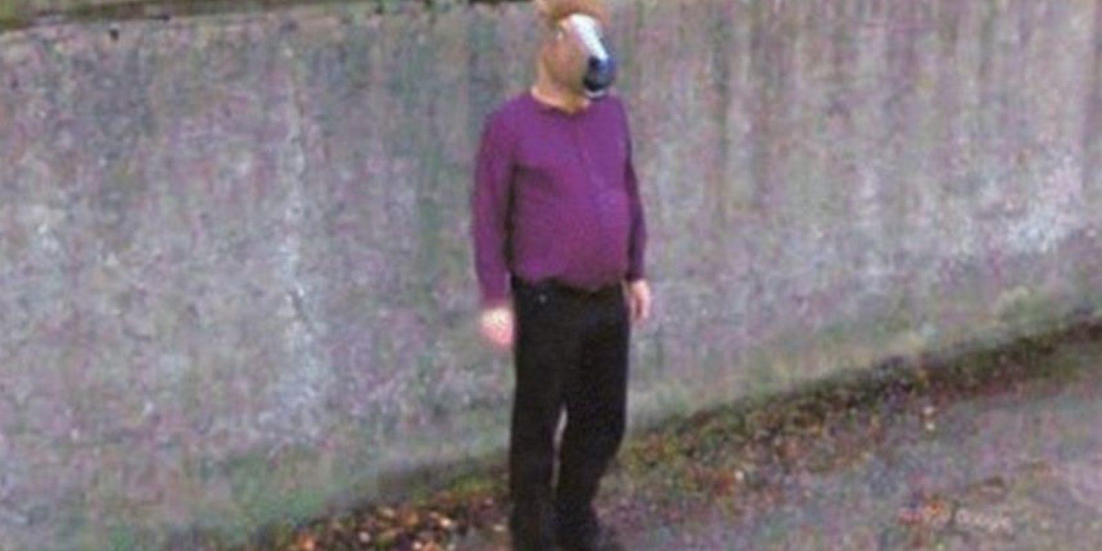 Un hombre con cabeza de caballo. Foto:Google