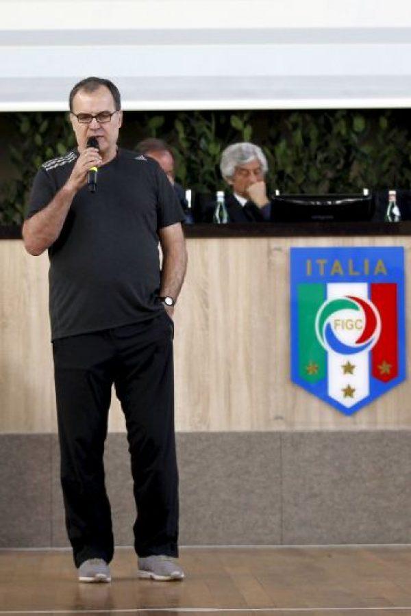 """""""Conozco a ambos, los respeto. Conozco más a Martino y menos a Sampaoili, pero los respeto por su trayectoria"""", dijo Bielsa, cuando sonaban """"Don Samp"""" y el """"Tata"""" para dirigir a Chile Foto:Getty Images"""