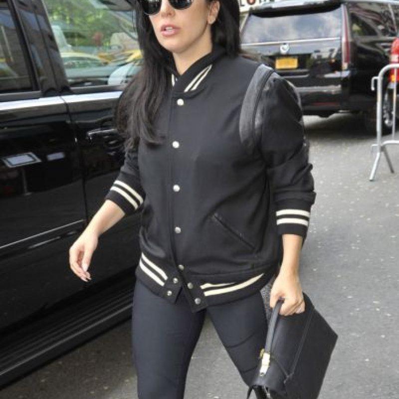 Con una varsity jacket clásica. Foto:vía Getty Images