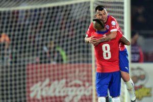 Chile tiene a uno de los dos hombres del torneo que marcó un autogol: Gary Medel. Foto:AFP