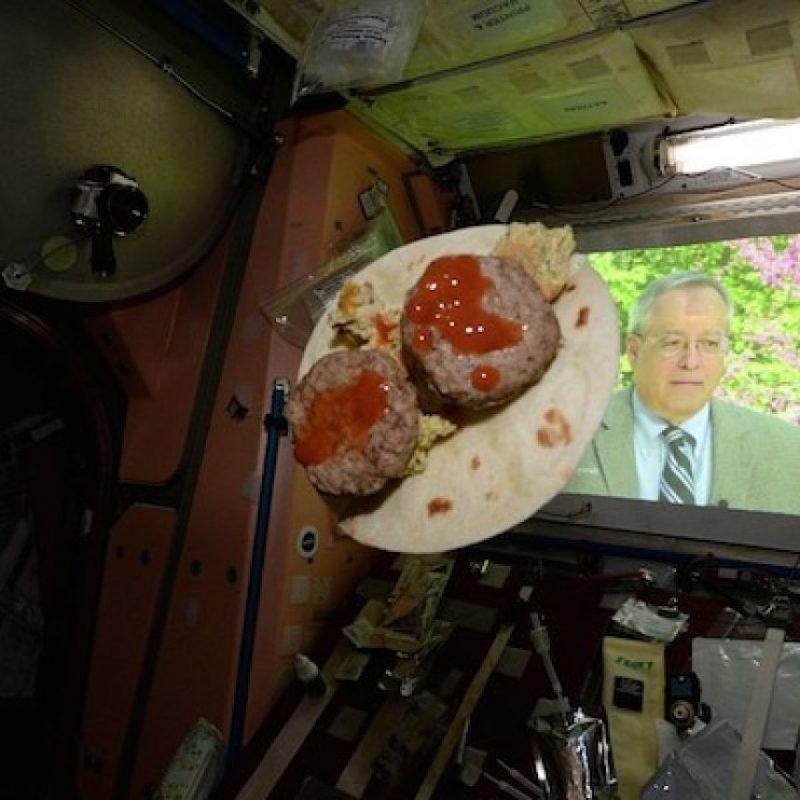 """Con """"tacos espaciales"""" celebraron el 5 de mayo Foto:Instagram.com/stationcdrkelly"""
