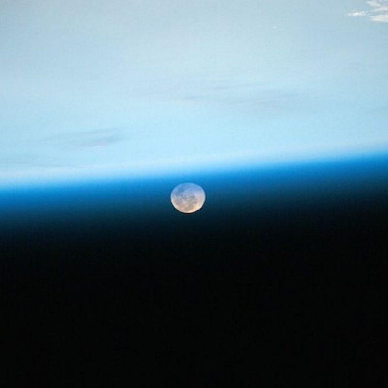 """""""Día 97. Buenas noches luna. Buenas noches desde la ESI"""". Foto:Instagram.com/stationcdrkelly"""