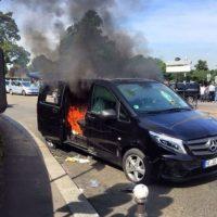 Vehículos fueron incendiados por taxistas. Foto:nstagram.com/papstoure