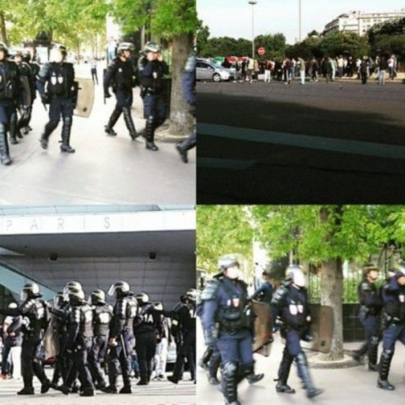 La policía local trata de contener a los manifestantes Foto:instagram.com/shazzle99