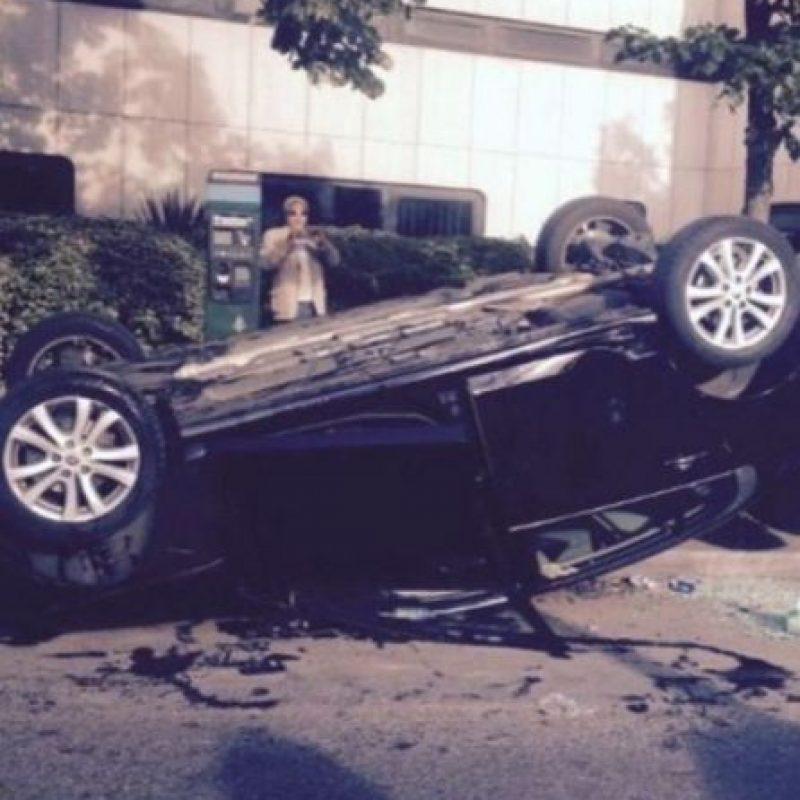 Este automóvil fue volteado por los manifestantes Foto:instagram.com/kyle.ritz
