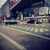La gente caminando en las calles por falta de transporte público. Foto:instagram.com/d_carre
