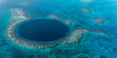 El gran hoyo azul de Belice. Foto:vía Flickr.