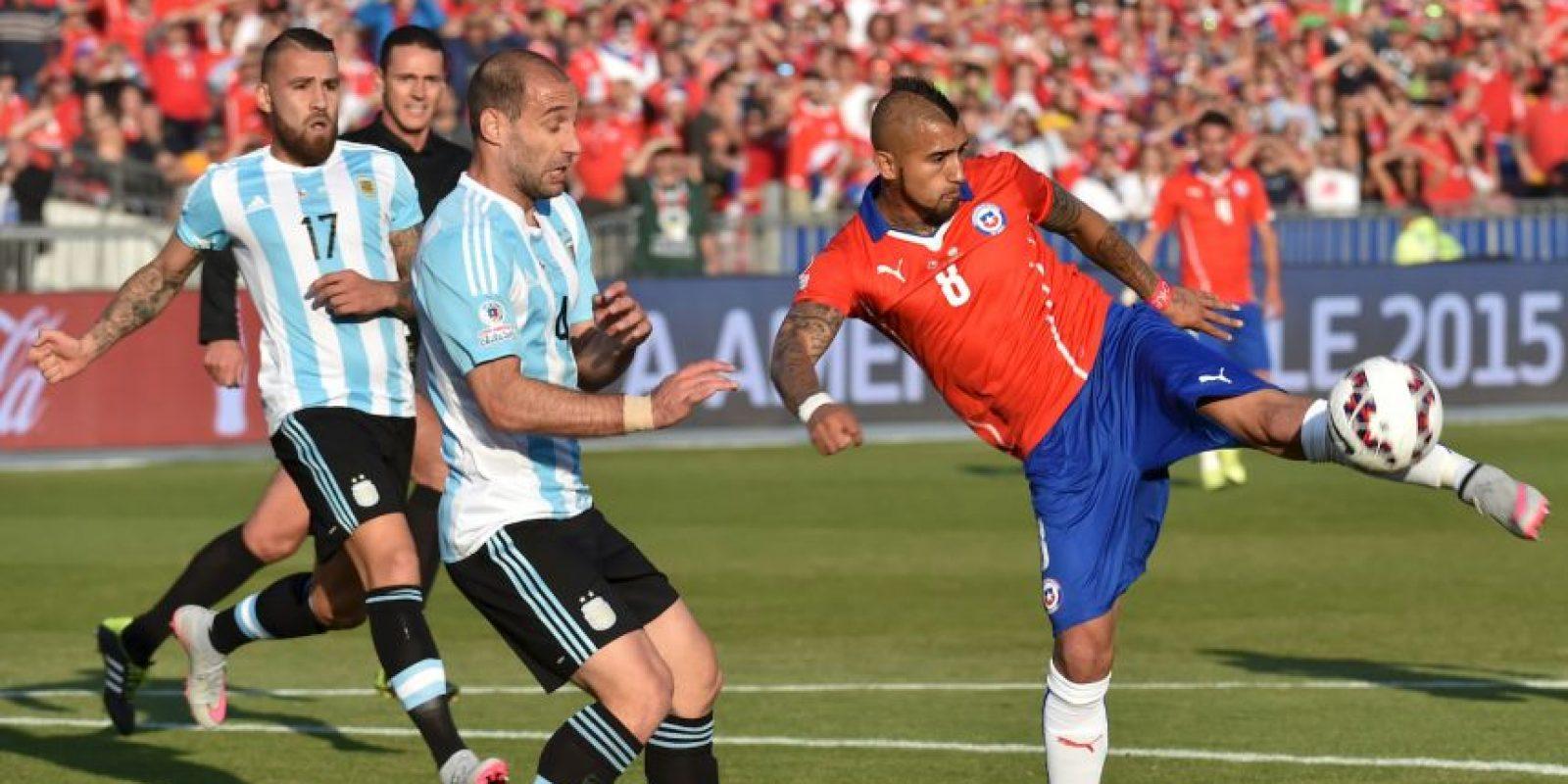 A los 11 minutos Arturo Vidal tuvo un tiro en la zona penal Foto:AFP