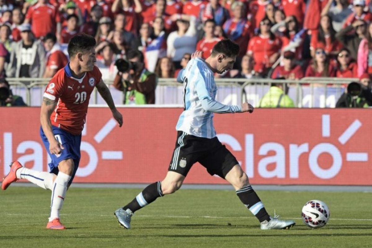 Así han tratado los chilenos a Lionel Messi en la final Foto:AFP