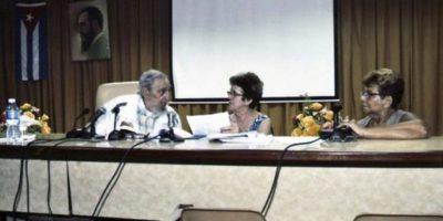 En la reunión escuchó a los expositores hablar sobre la producción y elaboración de quesos en la Habana. Foto:AFP