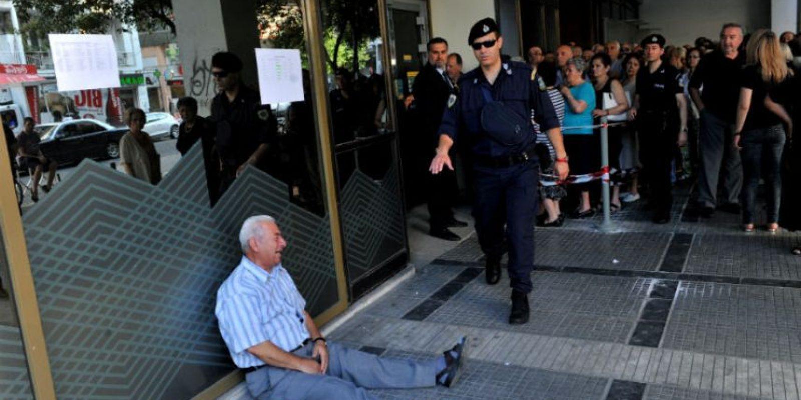 Al no soportar más por lo que está viviendo su país se soltó a llorar. Foto:AFP